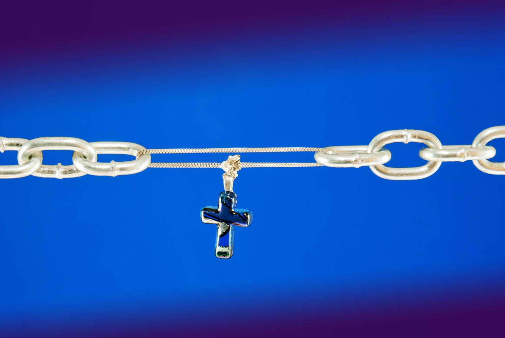 Krzyżyk łączący przerwany łańcuch